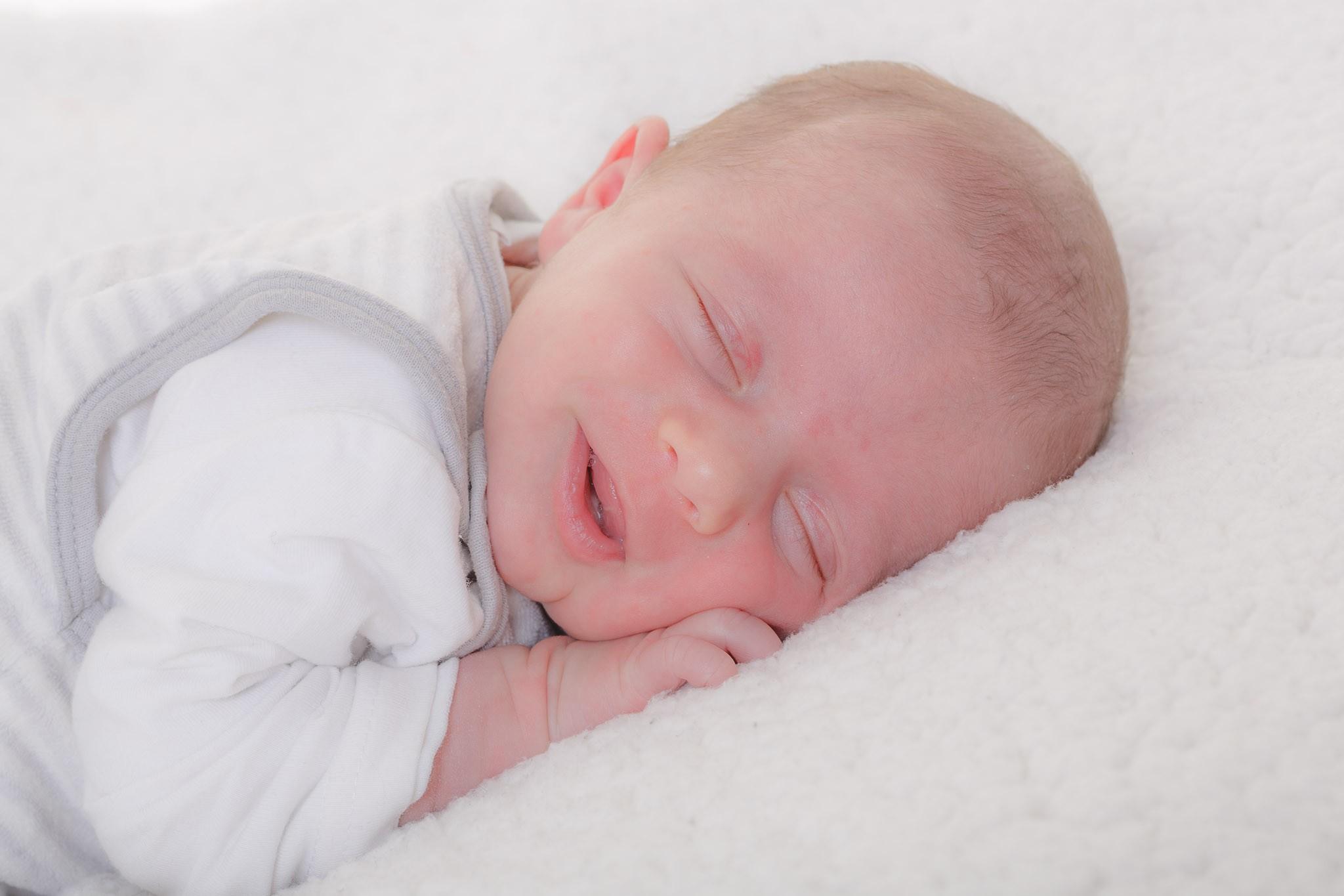 Baby Tom zu Besuch beim Babyfotografen Axel Breuer